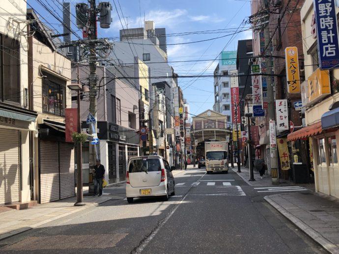 朝の長崎の街