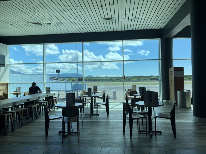 ケアンズ空港のロビー