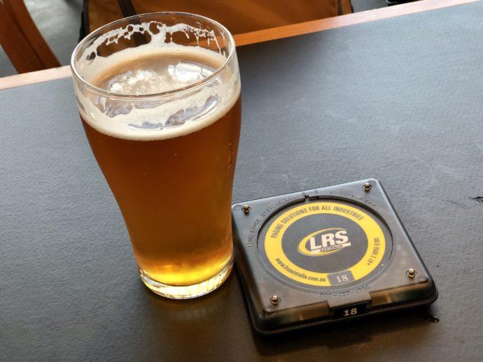 ビールと呼び出しベル