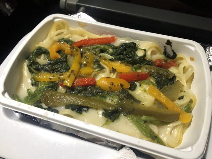 カンタス航空の機内食のリングイネ