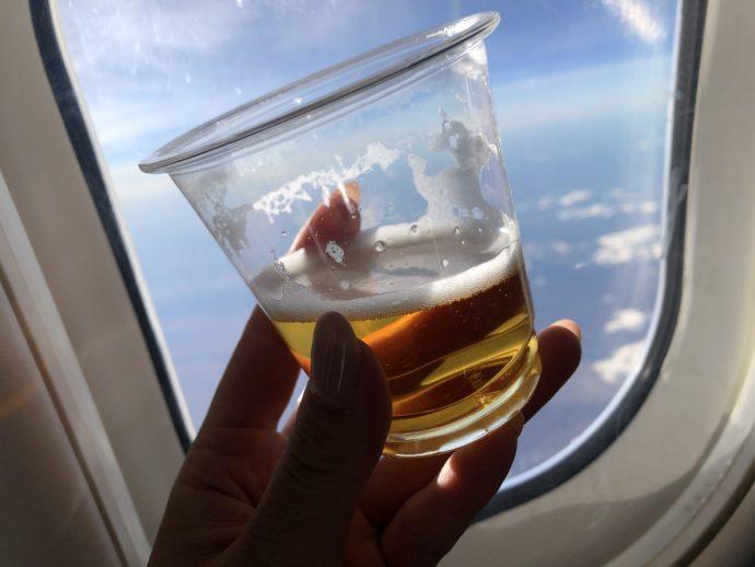 機内で飲むビール