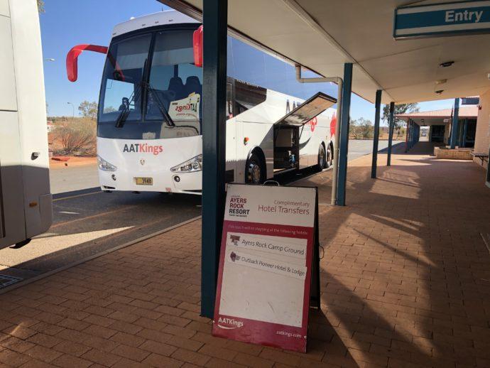 無料シャトルバスの入り口