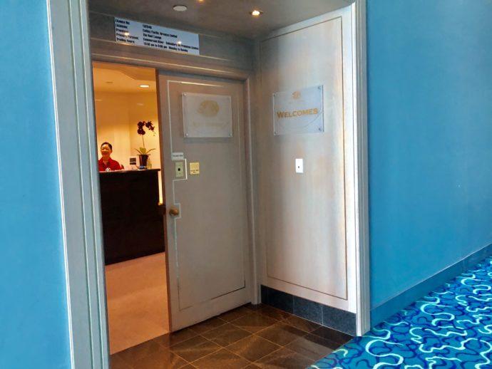 Reef loungeの入り口