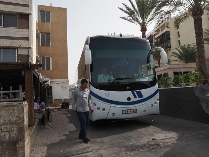 待機中のJETTバス