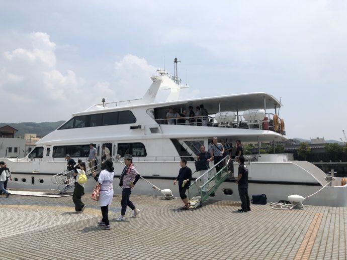 常盤ターミナルに到着した船