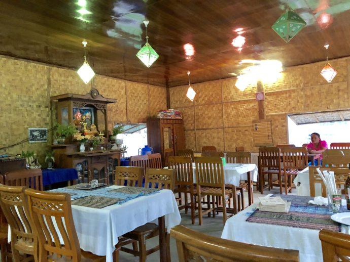レストランの内部
