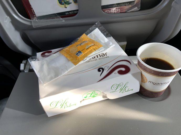 ミャンマーナショナル航空の軽食