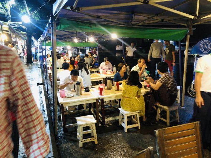 ミャンマーの野外レストラン