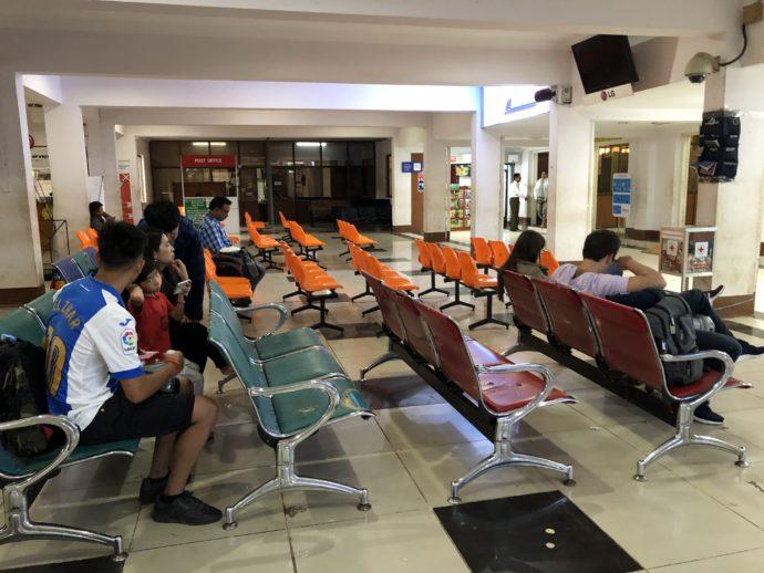 ヘホ空港の待合所