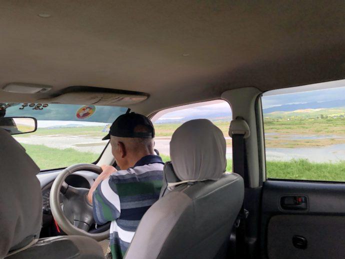 タクシーから眺める水田