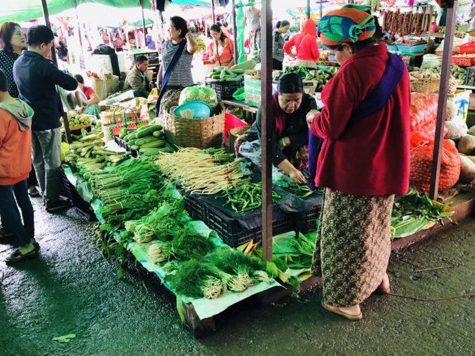 タウンジーのマーケットで野菜売り場