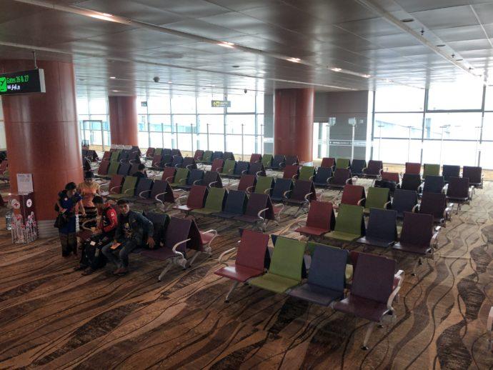 ミャンマー空港の椅子