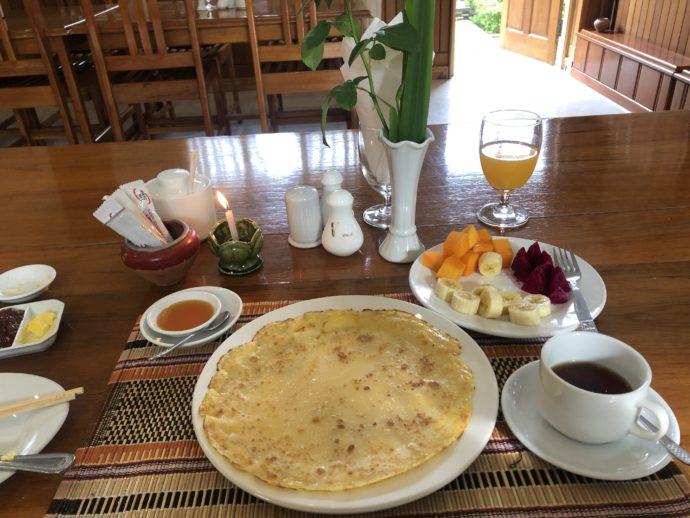 ホテルの豪華な朝食