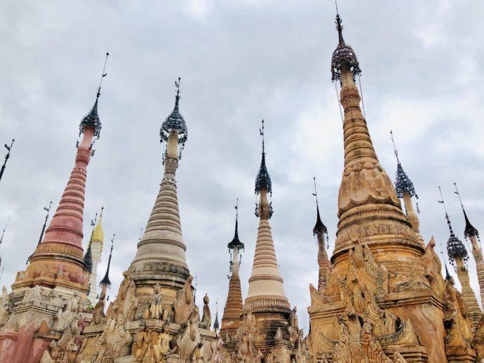 カックー遺跡の仏塔群