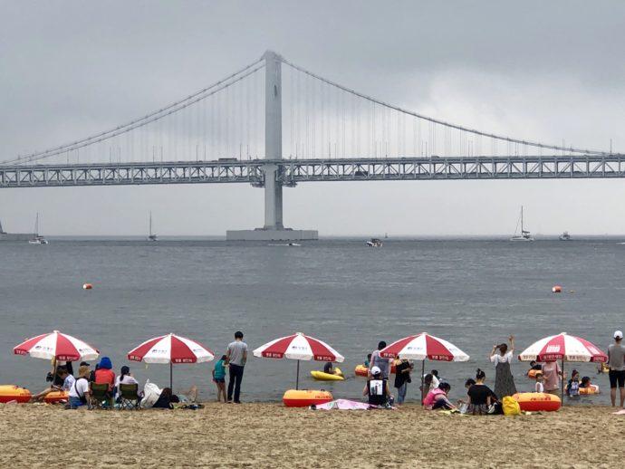 雨の広安里ビーチ