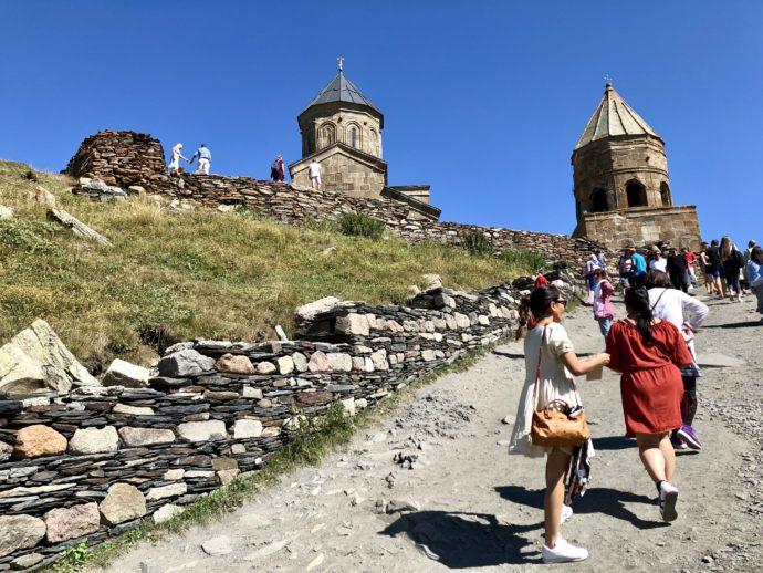 ツミンダ・サメバ教会の観光客
