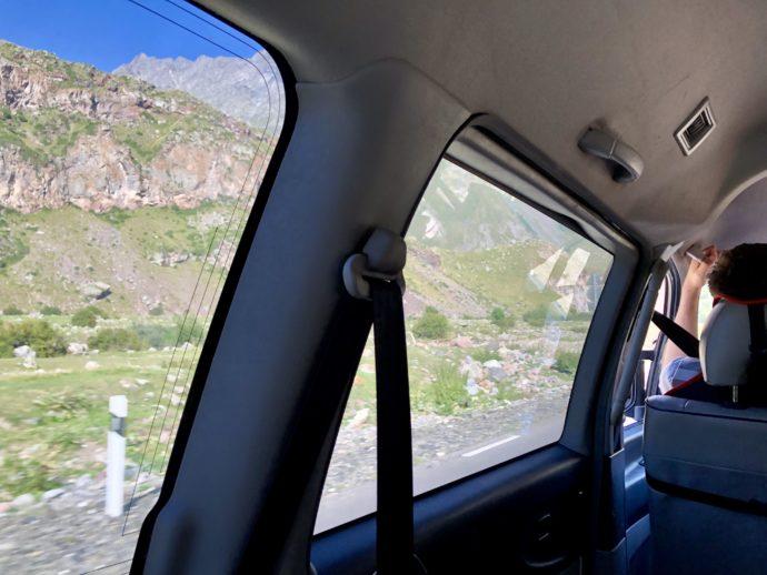 車内から見たカズベキ