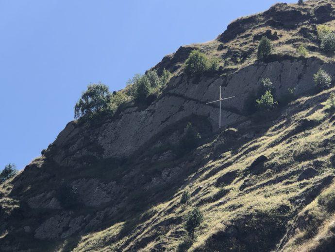 崖の十字架