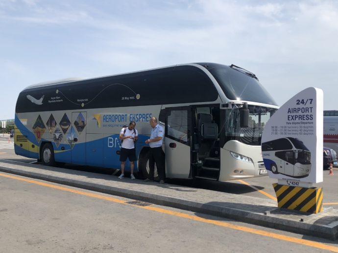 バクー空港のシャトルバス