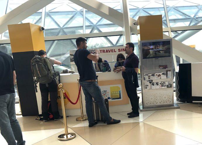 バクー国際空港内のSIM販売ブース
