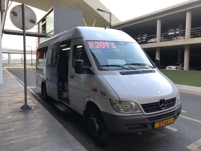 バク空港のシャトルバス