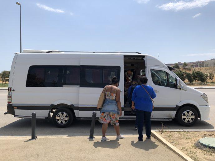 アゼルバイジャンのツアーバス