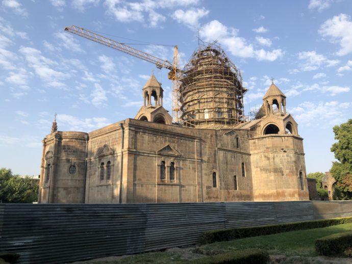 工事中のエチミアジン大聖堂