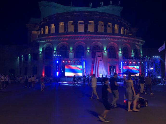 夜の自由広場