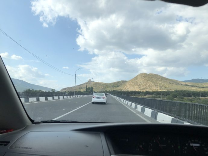 ジュワリ修道院へ向かう道路