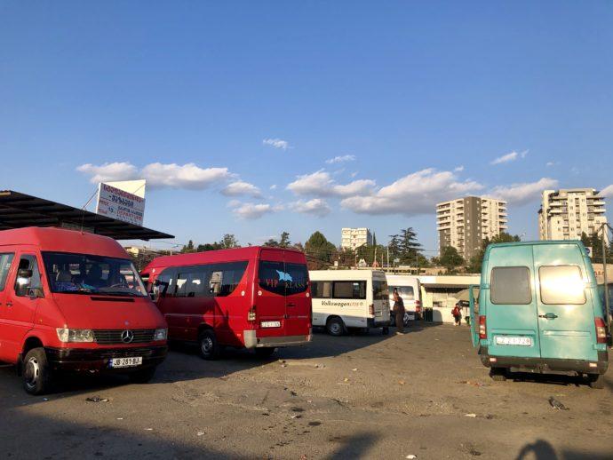 バスが並ぶターミナル