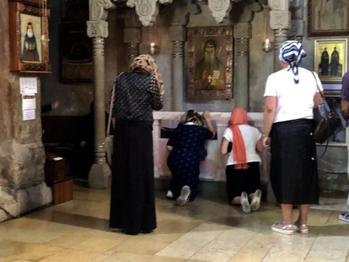 お祈りするカトリック教徒