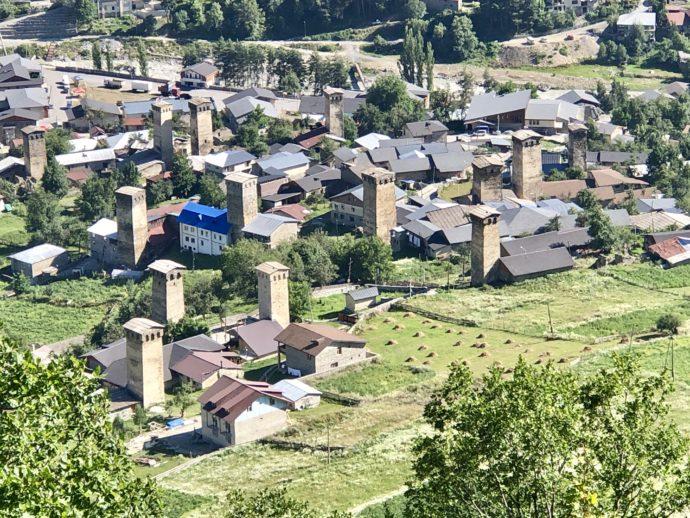 塔が林立するメスティアの街