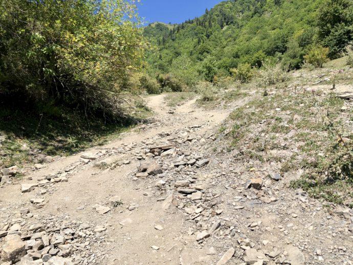 石だらけの登山ルート