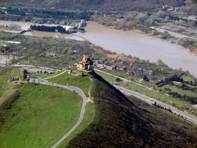ジュヴァリ修道院の遠景