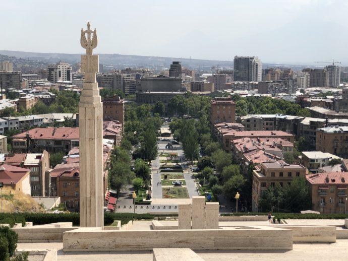 カスカード上階からエレヴァン市街の眺め