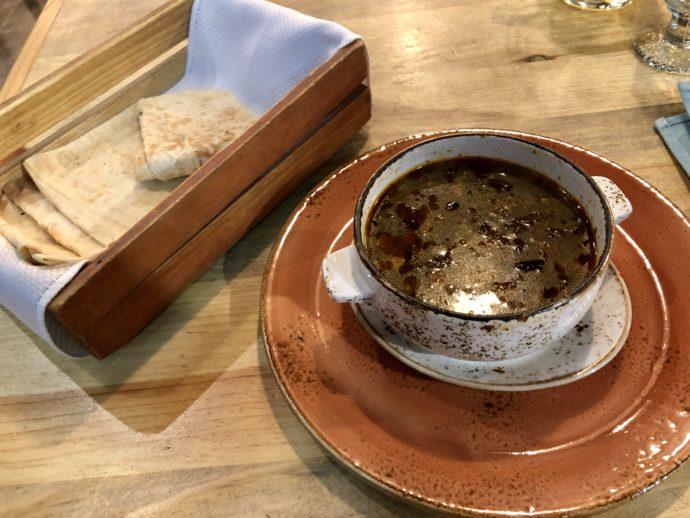 アルメニアのスープとパン
