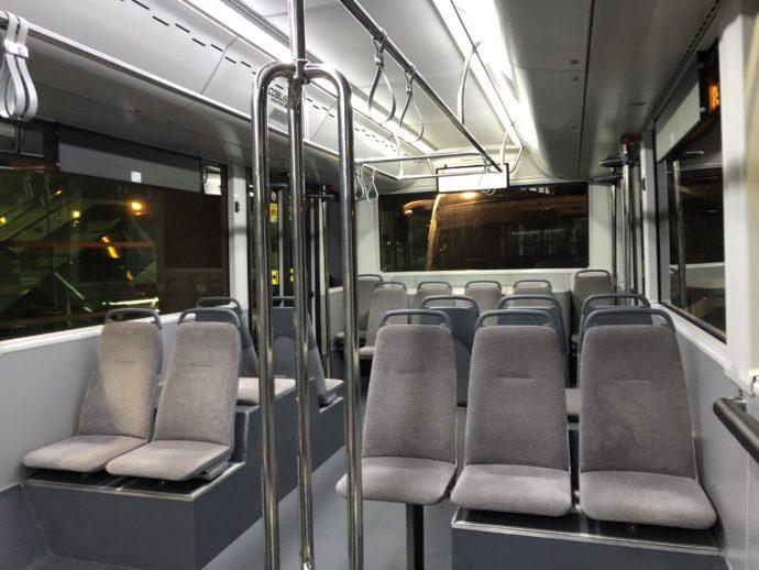 ドバイ空港の移動バス
