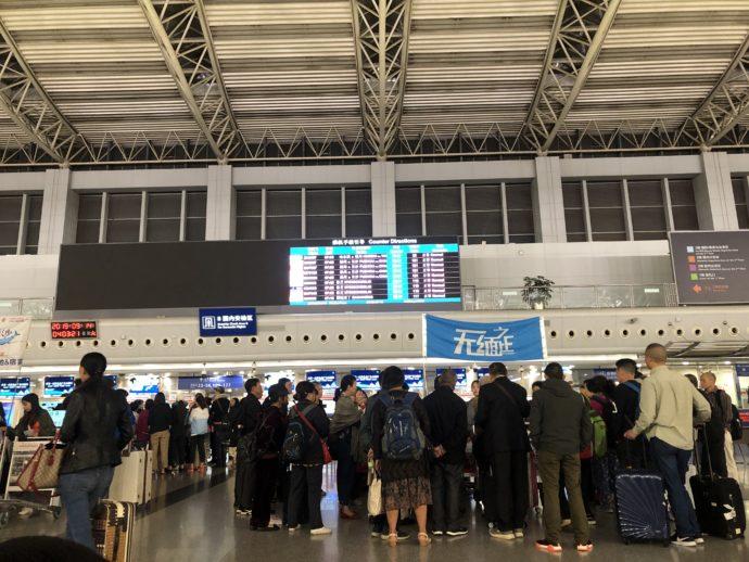 成都国際空港の団体客