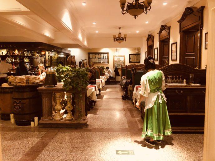 ロシア料理レストランの店内