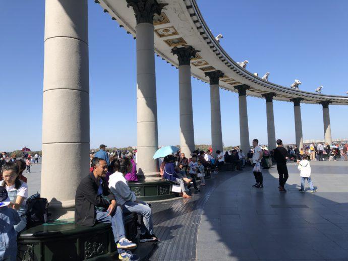 スターリン公園でくつろぐ人々