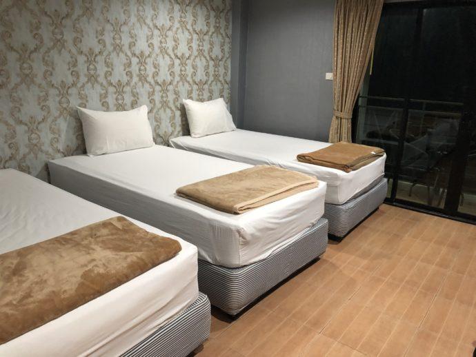 アパートメントのベッド3台