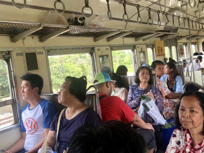 バンコク国鉄の車内