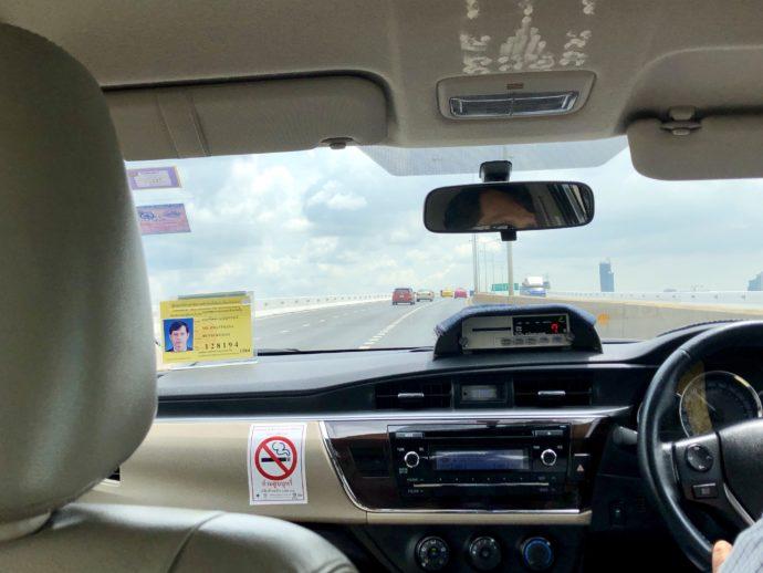 ドンムアン国際空港へ向かうタクシー