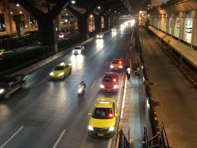 ドンムアン空港すぐの路線バス乗り場