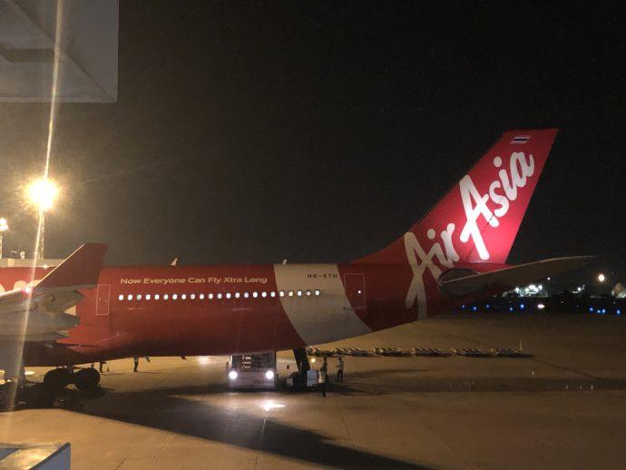 ドンムアン国際空港に到着したエアアジア航空機