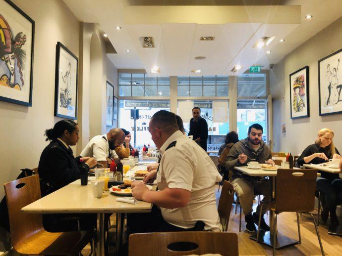 Raffles Cafe Dinerの店内