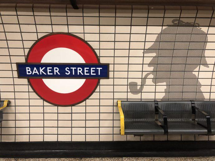 BAKER STREET駅にいるシャーロックホームズ