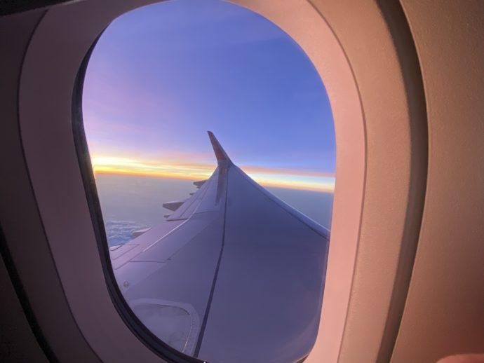 窓からみる空