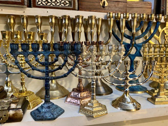 エルサレムの受難の象徴メノーラー