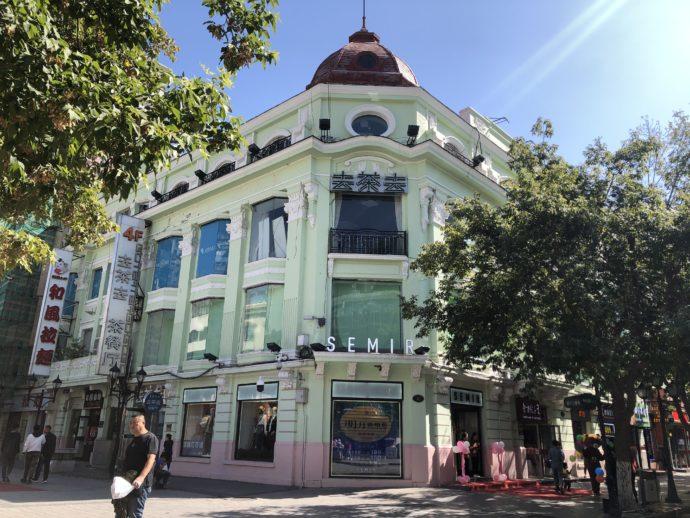 中央大街のカルフルな歴史的建造物